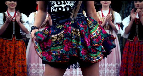 Cleo projektuje spódnice jak w teledysku
