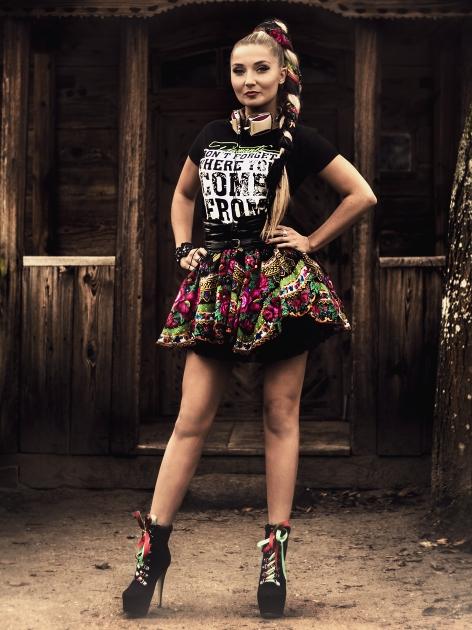 Mira Duma w spódnicy projektu Cleo?