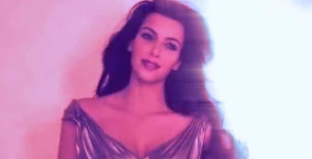 Widziałyście stary teledysk i śpiewającą Kim Kardashian?