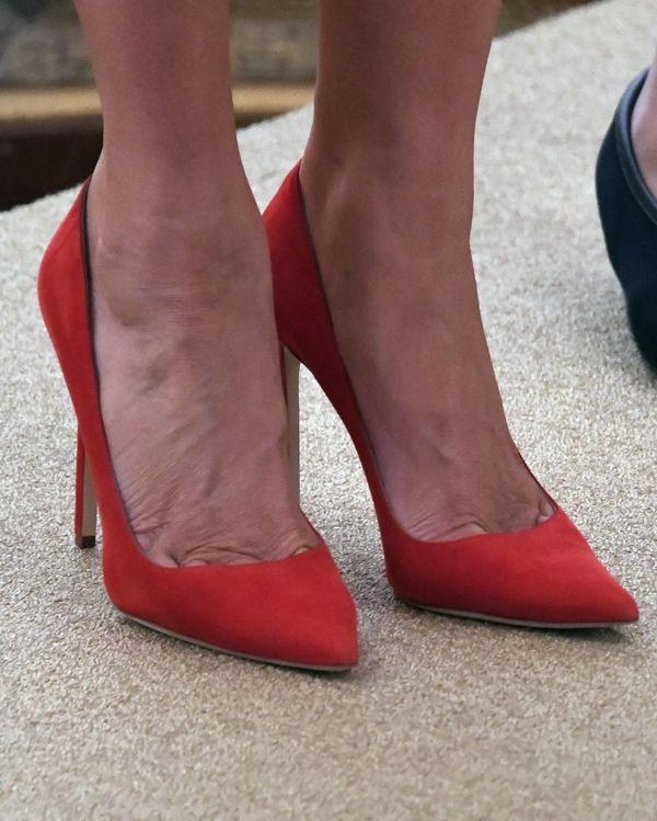 Melania Trump w czerwonej spódnicy - nie za bardzo dopasowana? (FOTO)