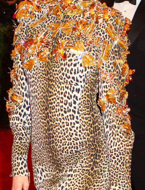 Coco Rocha w panterkowej sukience  Emanuel Ungaro