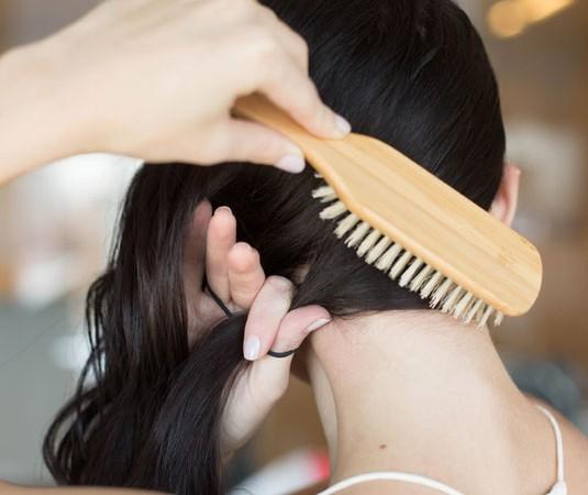 Triki, które ułatwią Ci układanie włosów (FOTO)