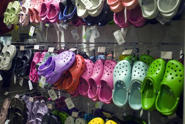 Oto powód dla którego PRZENIGDY nie powinnaś ności takich butów