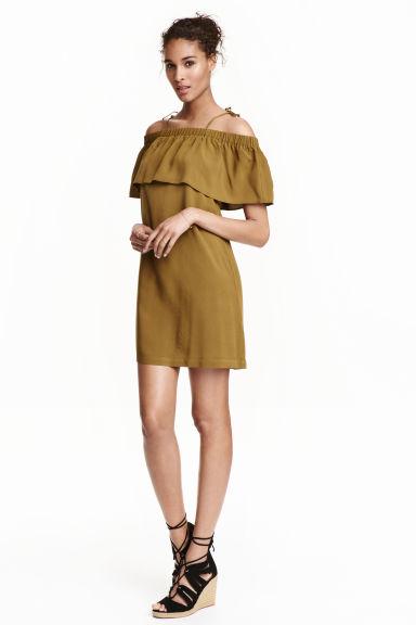 Hit na lato! Odkryte ramiona - modne sukienki na lato