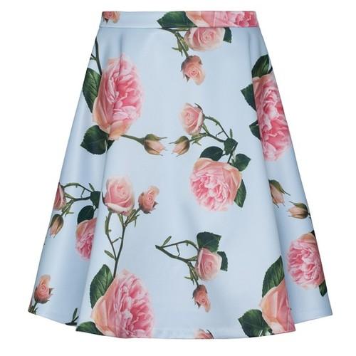 Rozkloszowane spódnice w róże – przegląd