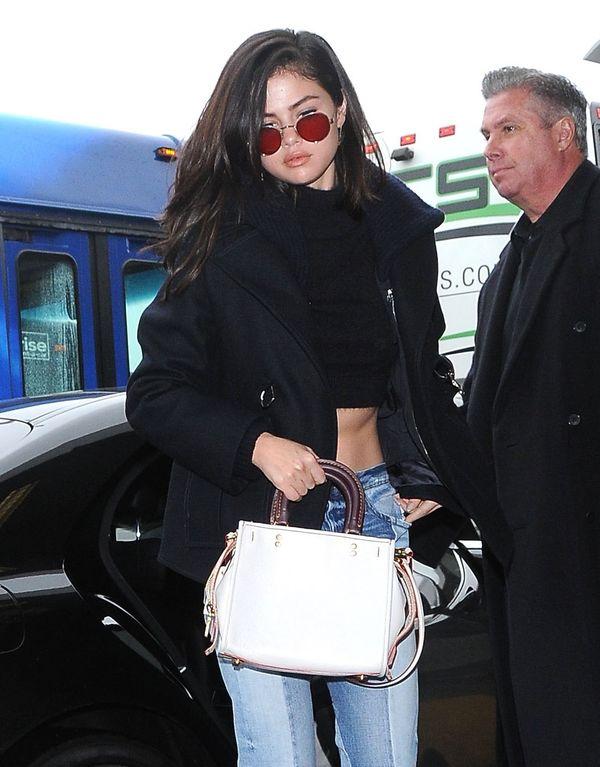 Selena Gomez już tak nie wygląda! Gwiazda obcięła włosy i…