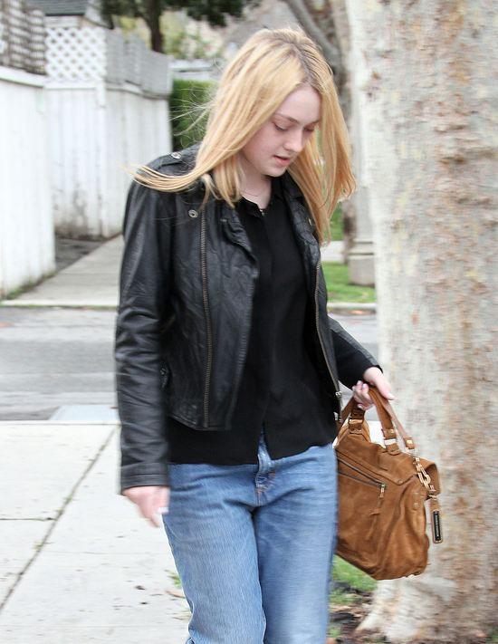 Dakota Fanning bez makijażu (FOTO)