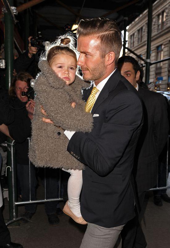 Rodzina Beckhamów w komplecie na pokazie Victorii (FOTO)