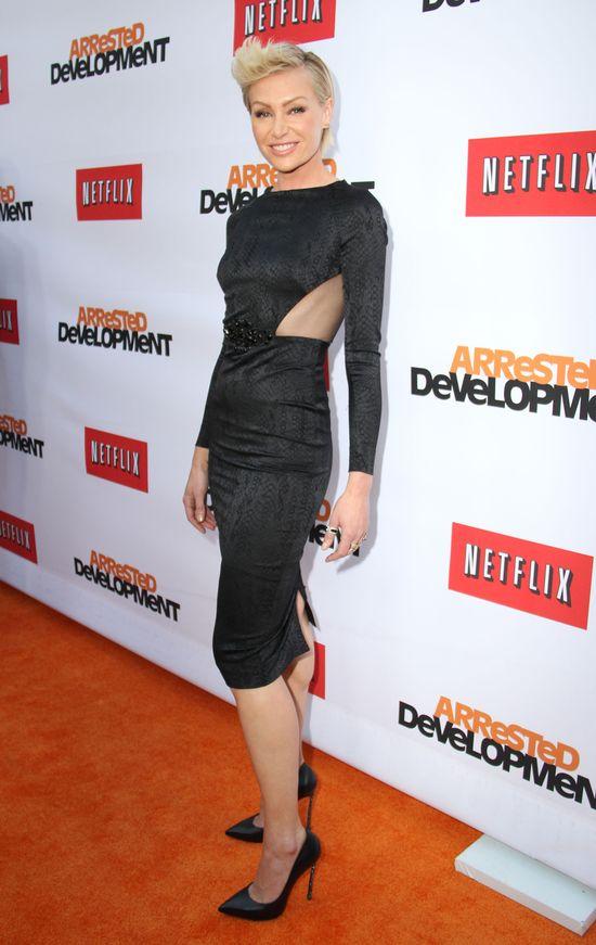 Portia de Rossi w czarnej sukience