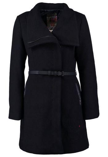 Przegląd wełnianych płaszczy na zimę