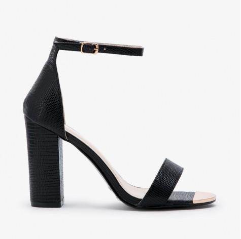 Czarne sandały - buty na obcasie z paseczkiem (FOTO)