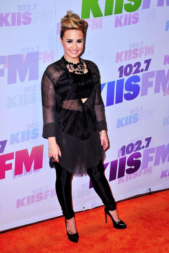 Demi Lovato w przezroczystej tunice
