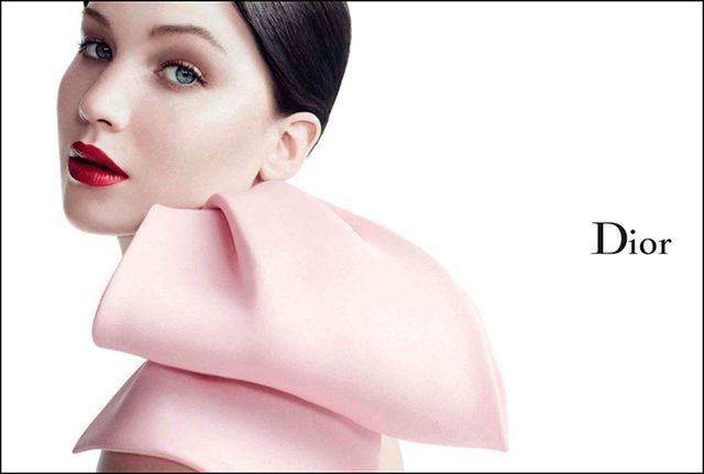 Dior chce płacić Jennifer Lawrence za noszenie sukien marki!
