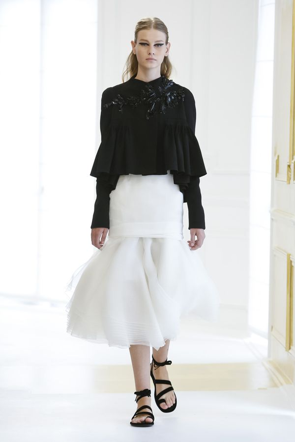 Sto procent klasy w kolekcji haute couture na jesień/zimę 2016/17 od Diora