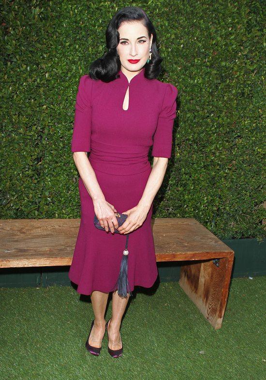 Dita Von Teese w modnym fiolecie (FOTO)