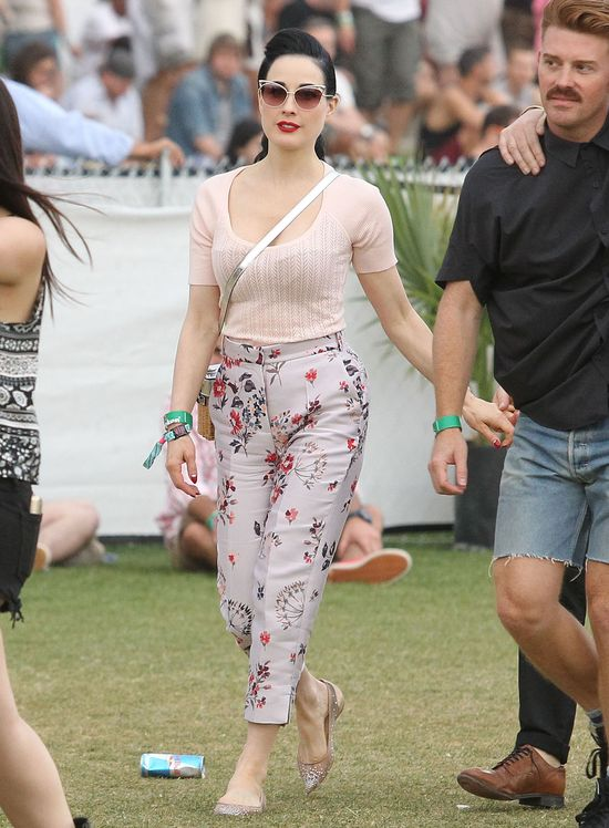 Retro szyk Dity von Teese  na festiwalu Coachella (FOTO)