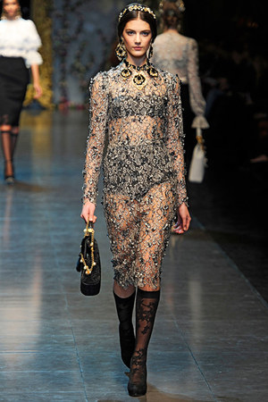 Jennifer Lawrence w kreacji Dolce & Gabbana