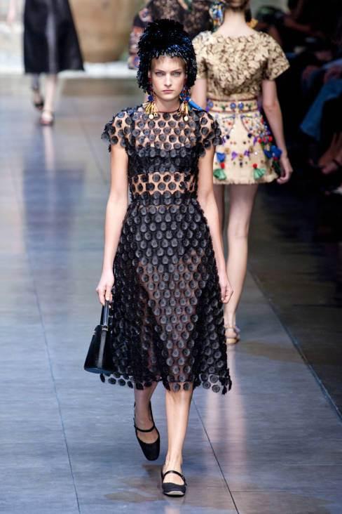 Emilia Clarke w sukience od Dolce & Gabbana