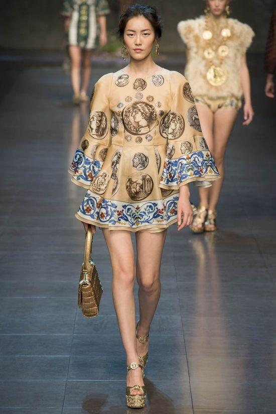 Naomi Campbell w Dolce & Gabbana