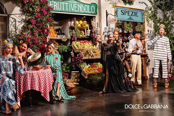 Selfie i turyści bohaterami wiosennej kampanii Dolce&Gabbana