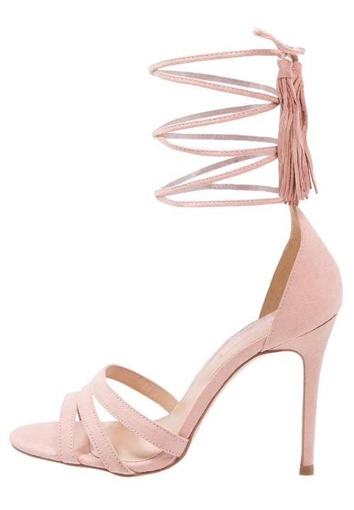 Modne buty na lato 2016 - Wiązane sandały na szpilce (FOTO)