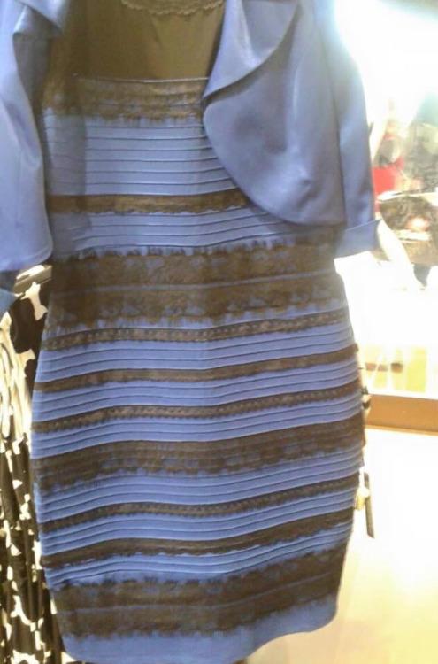 Tak... Zagadkowa sukienka jest NIEBIESKA, ale...
