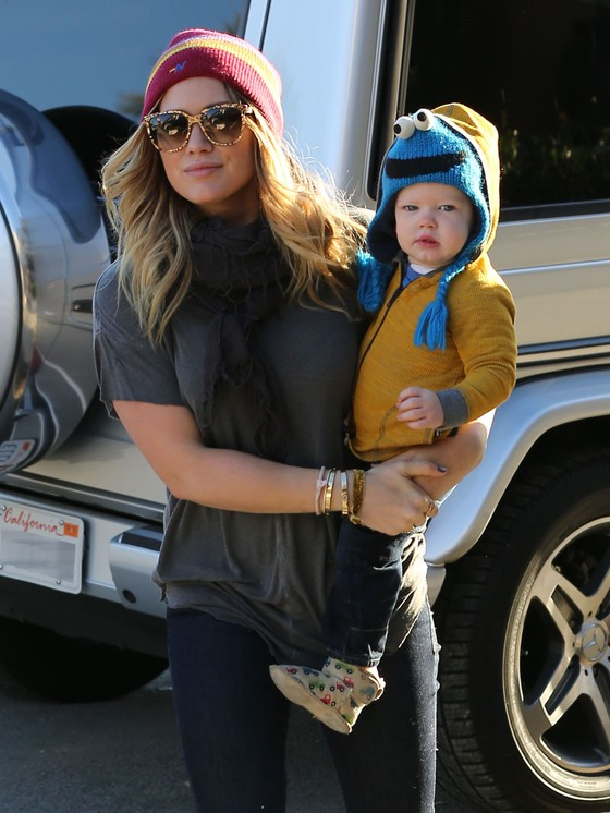Hilary Duff w kolorowej czapce