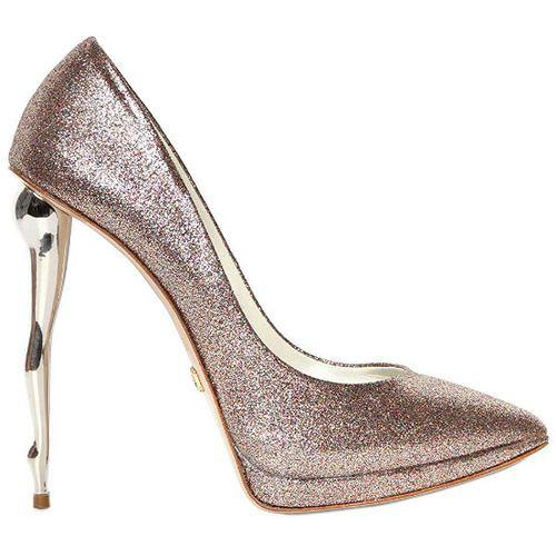 Buty z fantazyjnym obcasem w kształcie nóg