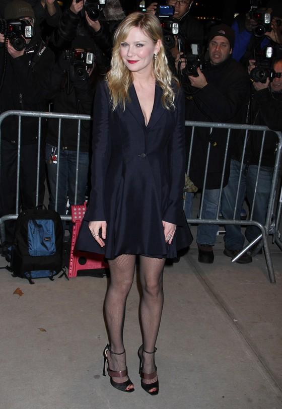 Kirsten Dunst w czarnej sukience