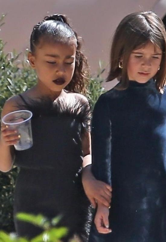 Mocny makijaż u dzieci gwiazd. Dlaczego celebryci pozwalają na to swoim dzieciom?