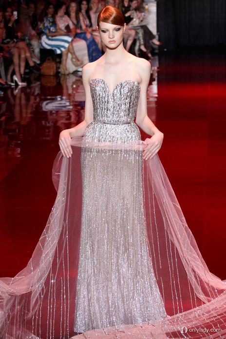 Elizabeth Banks w Elie Saab Couture