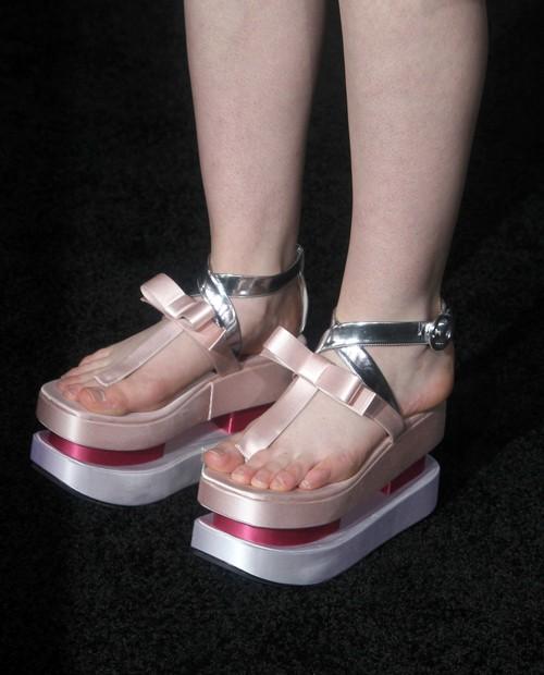 Elle Fanning w butach Prady (FOTO)