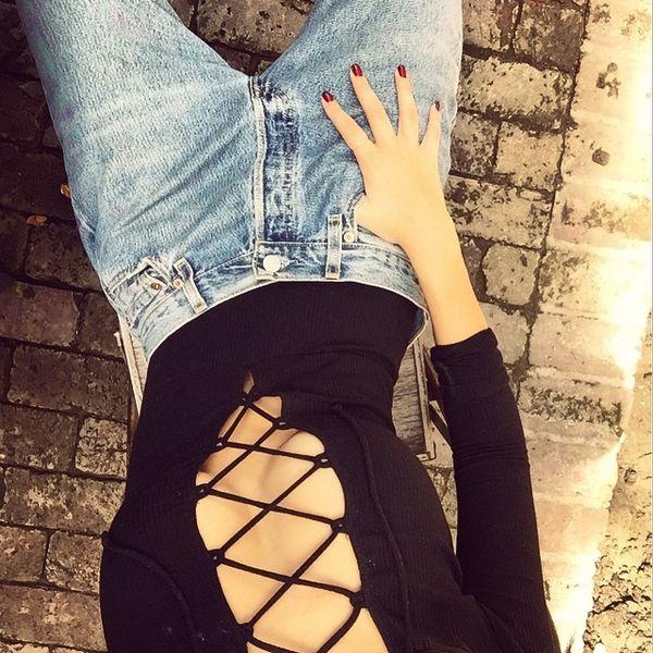 Emily Ratajkowski nawet na spacerze pokazuje piersi (FOTO)