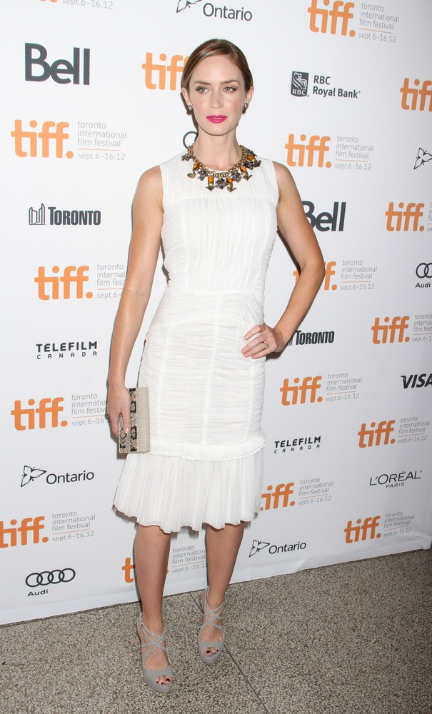 Emily Blunt w sukience Tory Burch