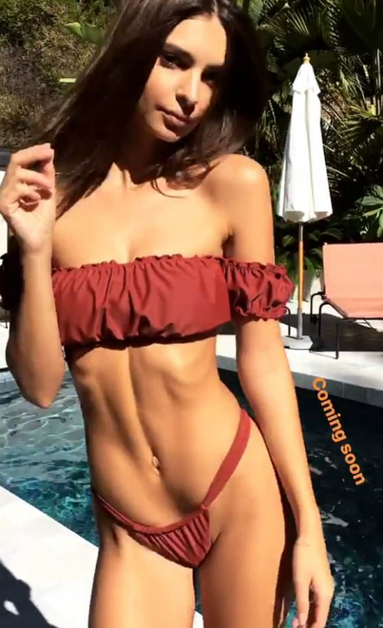Fani boją się o Emily Ratajkowski! Pokazała się bikini, a na jej brzuchu...
