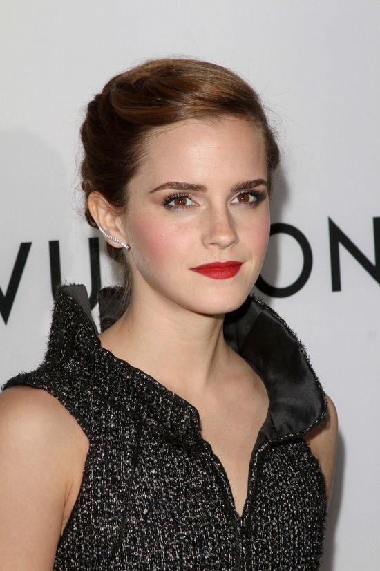 Emma Watson w szarej sukience