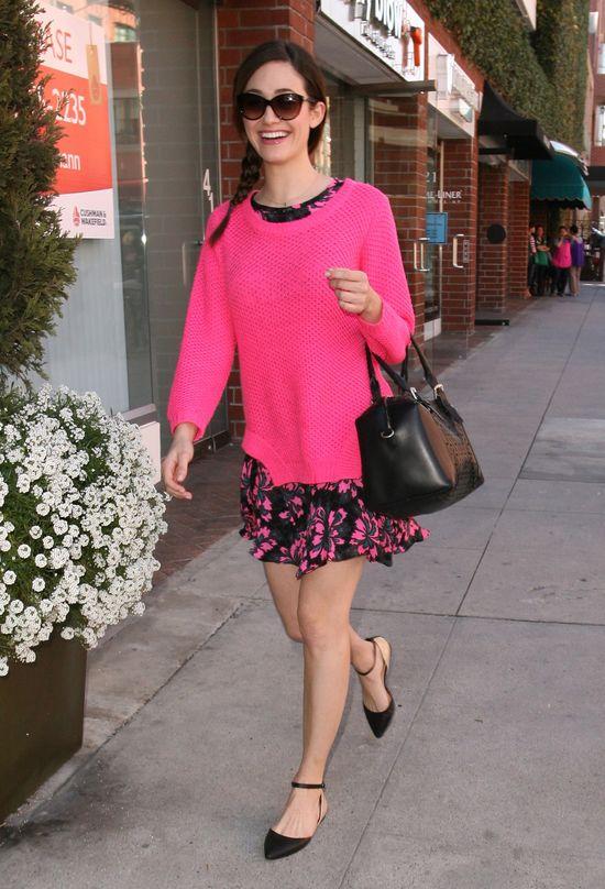 Różowa stylizacja Emmy Rossum (FOTO)