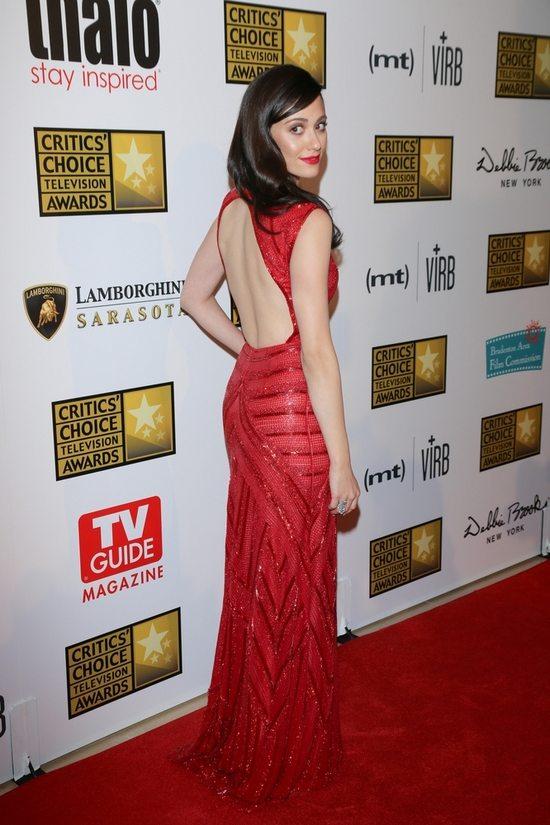 Emmy Rossum uwodzi w czerwieni (FOTO)