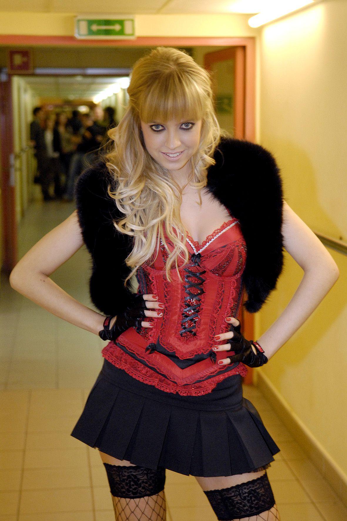 Pamiętacie Sashę Strunin? Piosenkarka zupełnie zmieniła swój styl!