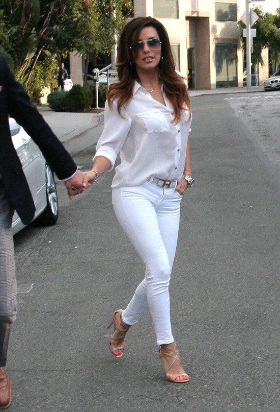 Zakochana Eva Longoria cała w bieli (FOTO)