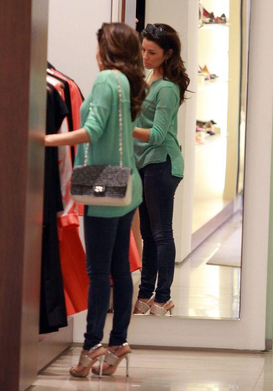 Eva Longoria w zielonym swetrze