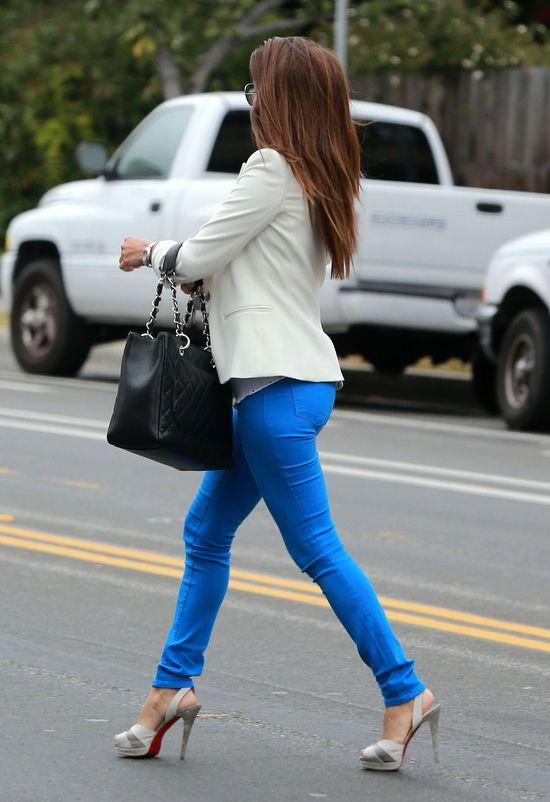 Eva Longoria w niebieskich spodniach