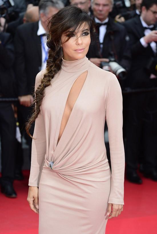 Eva Longoria pozbawiła się piersi w Cannes (FOTO)