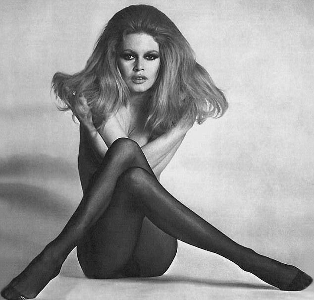 Gwiazdy w legendarnej pozie Brigitte Bardot