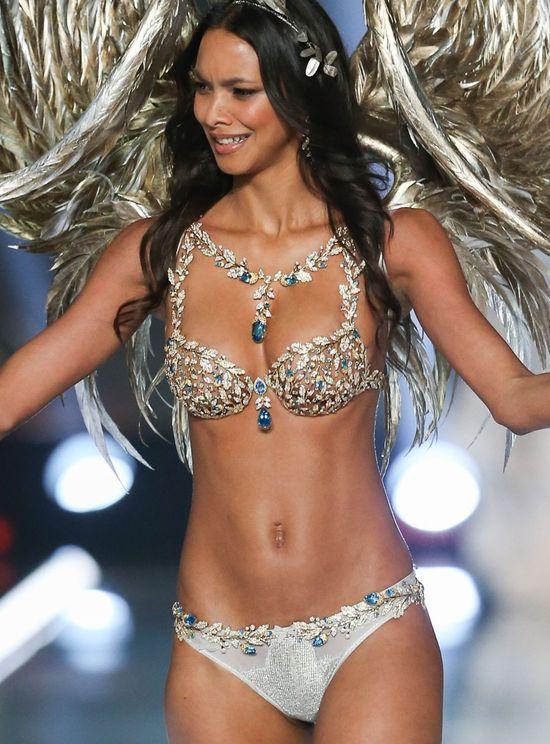 Nie uwierzycie, ale Victoria's Secret nie zamaskowało TEGO na pupie Lais Ribeiro