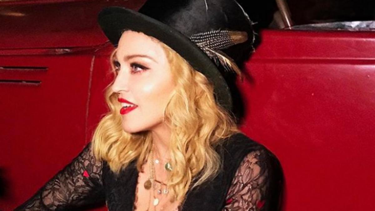 Madonna w czarnym pixie cute. Stawia na mocne zmiany?