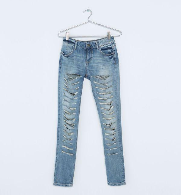 Przegląd jesiennych trendów – podarte jeansy
