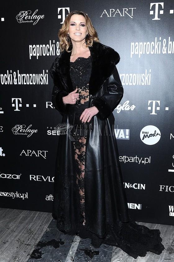Ilona Felicjańska po raz kolejny w koronkowej sukni