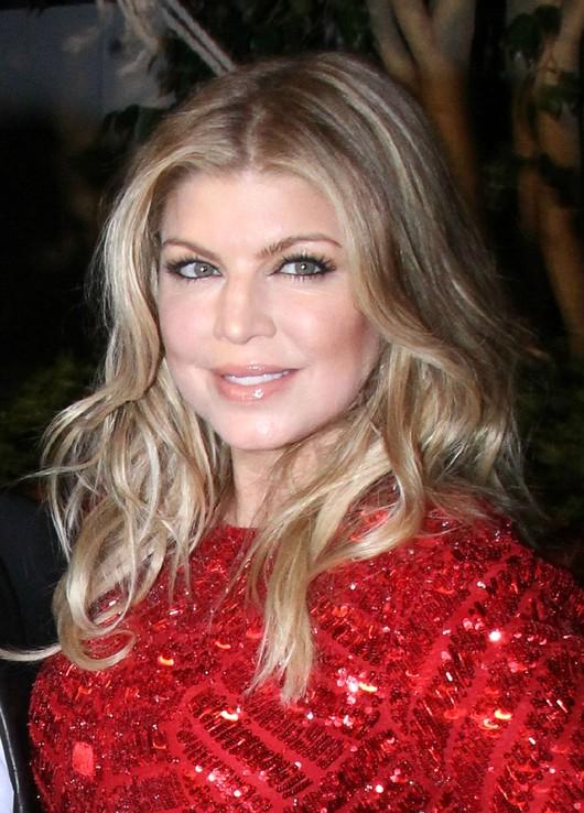 Fergie seksowna w czerwieni (FOTO)