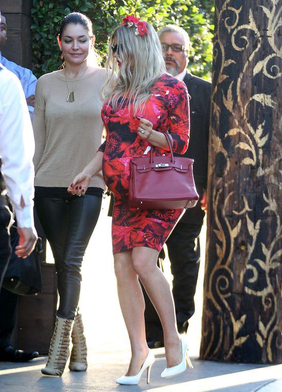 Fergie w sukience w róże (FOTO)